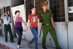 Hoa khôi Phạm Thị Thanh Hiền (áo đỏ)