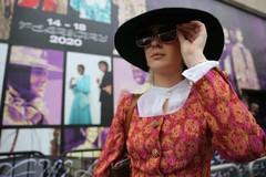 Lily Travis mặc quần áo cho thuê từ My Wardrobe HQ trong Tuần lễ thời trang London tháng 2/2020.