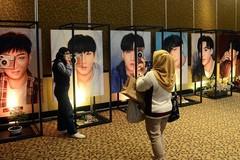 Không gian triển lãm tại điểm tiêm chủng do người hâm mộ BTS tại Indoneisa tổ chức. (Ảnh: Nurdiansah/Tempo)