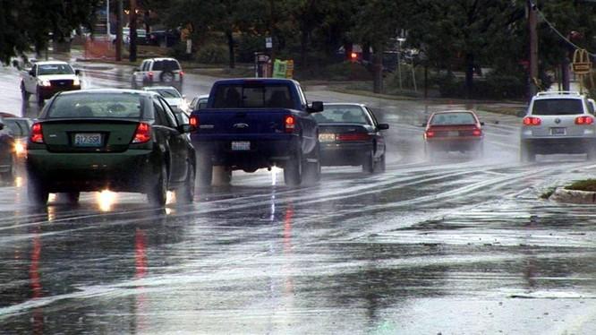 Kinh nghiệm lái xe trong điều kiện thời tiết xấu