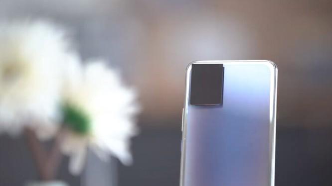 Mặt lưng điện thoại sẽ có thể thay đổi màu sắc theo ý muốn