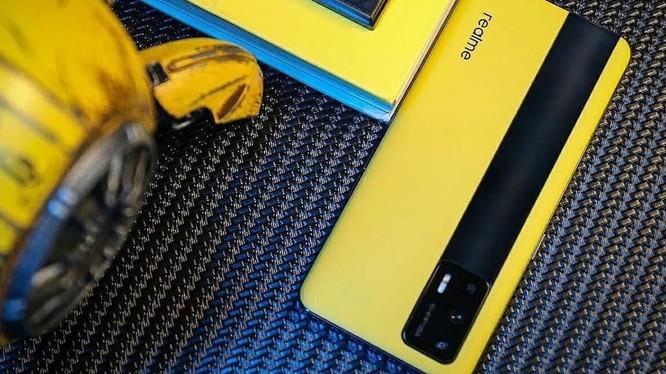 Realme GT 5G ra mắt tại thị trường Trung Quốc, màn hình 120Hz, Snapdragon 888, ba camera sau