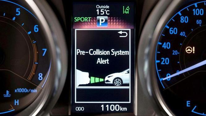 Hệ thông cảnh báo va trạm trên ô tô hoạt động như thế nào?