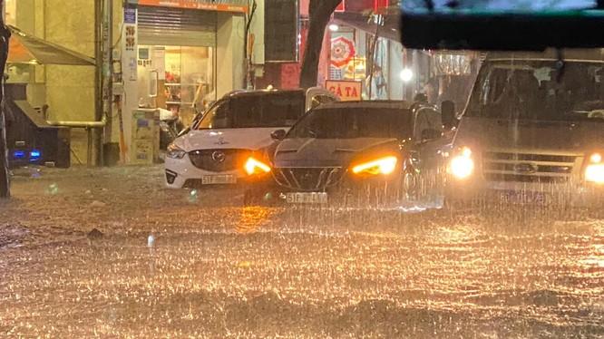 Những điều cần phải chú ý khi điều khiển ô tô trong mùa mưa