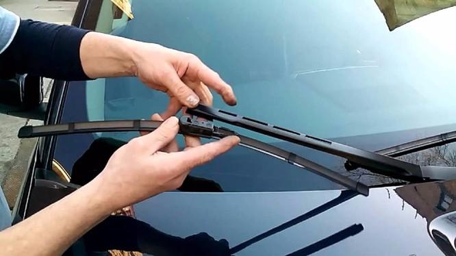 Hướng dẫn thay cần gạt nước ô tô đúng cách