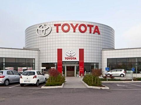 Toyota Việt Nam triệu hồi Vios và Corolla Altis do nguy cơ lỗi cụm bơm túi khí trước