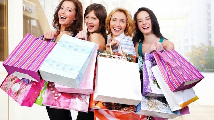"""Cân đối giữa tiêu dùng gia đình - cá nhân luôn là bài toán gây """"đau đầu"""" cho phụ nữ"""
