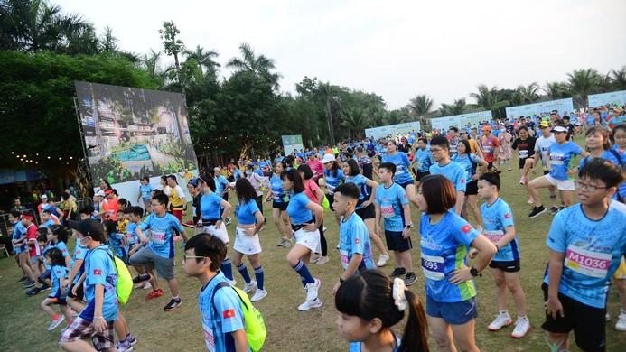 Những chân chạy nhí ở Ecopark Marathon 2021