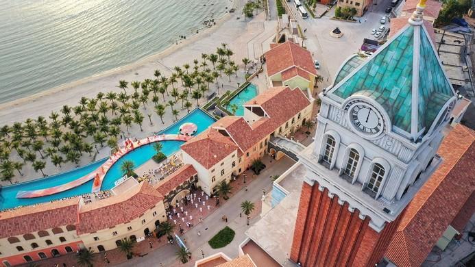 """""""Thị trấn Địa Trung Hải"""" Sun Premier Village Primavera, nơi Sun Group tạo nên các tác phẩm tranh tường độc đáo."""