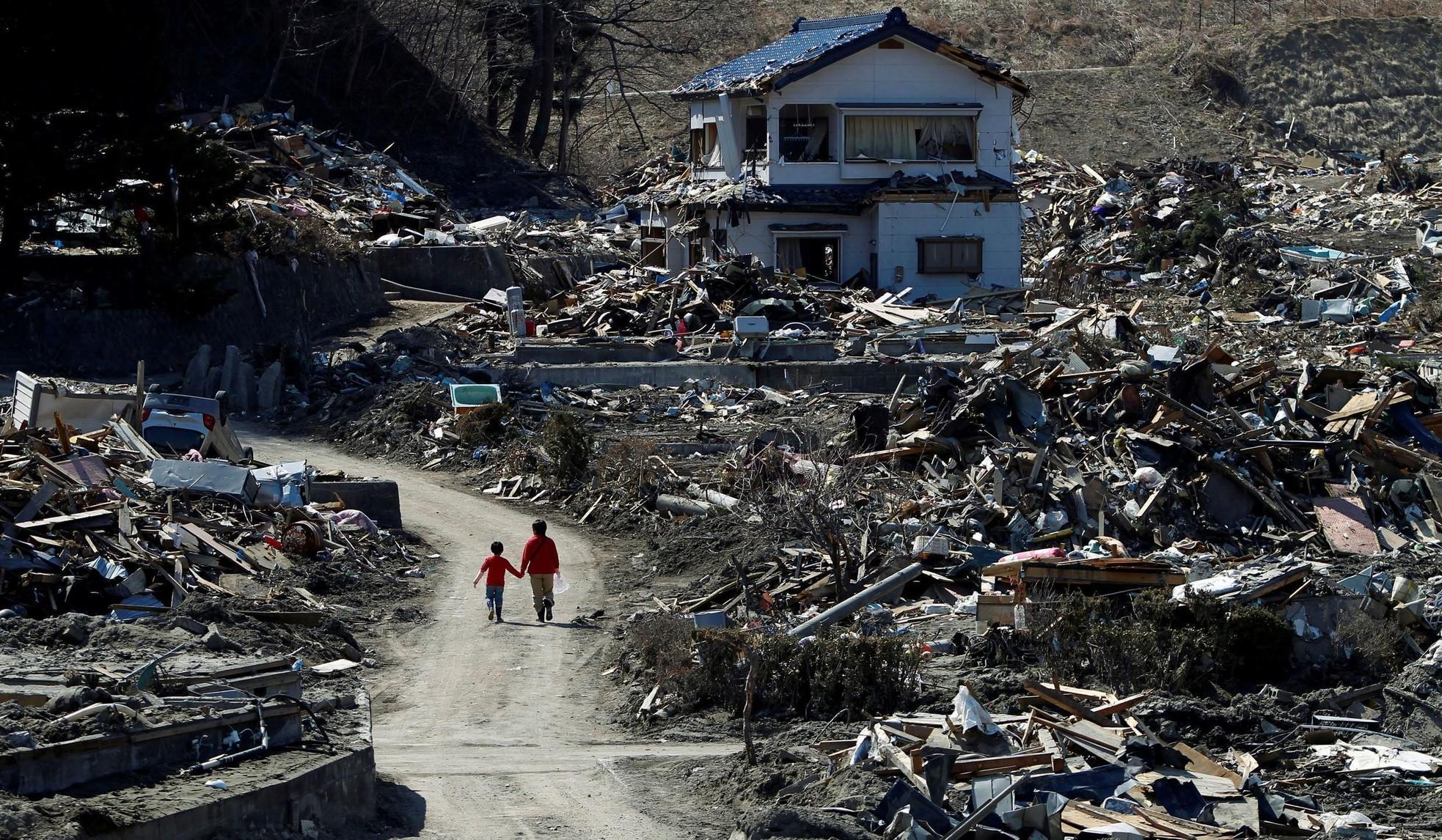 Nỗi buồn khôn nguôi của người sống sót sau thảm họa sóng thần ở Nhật Bản ảnh 6
