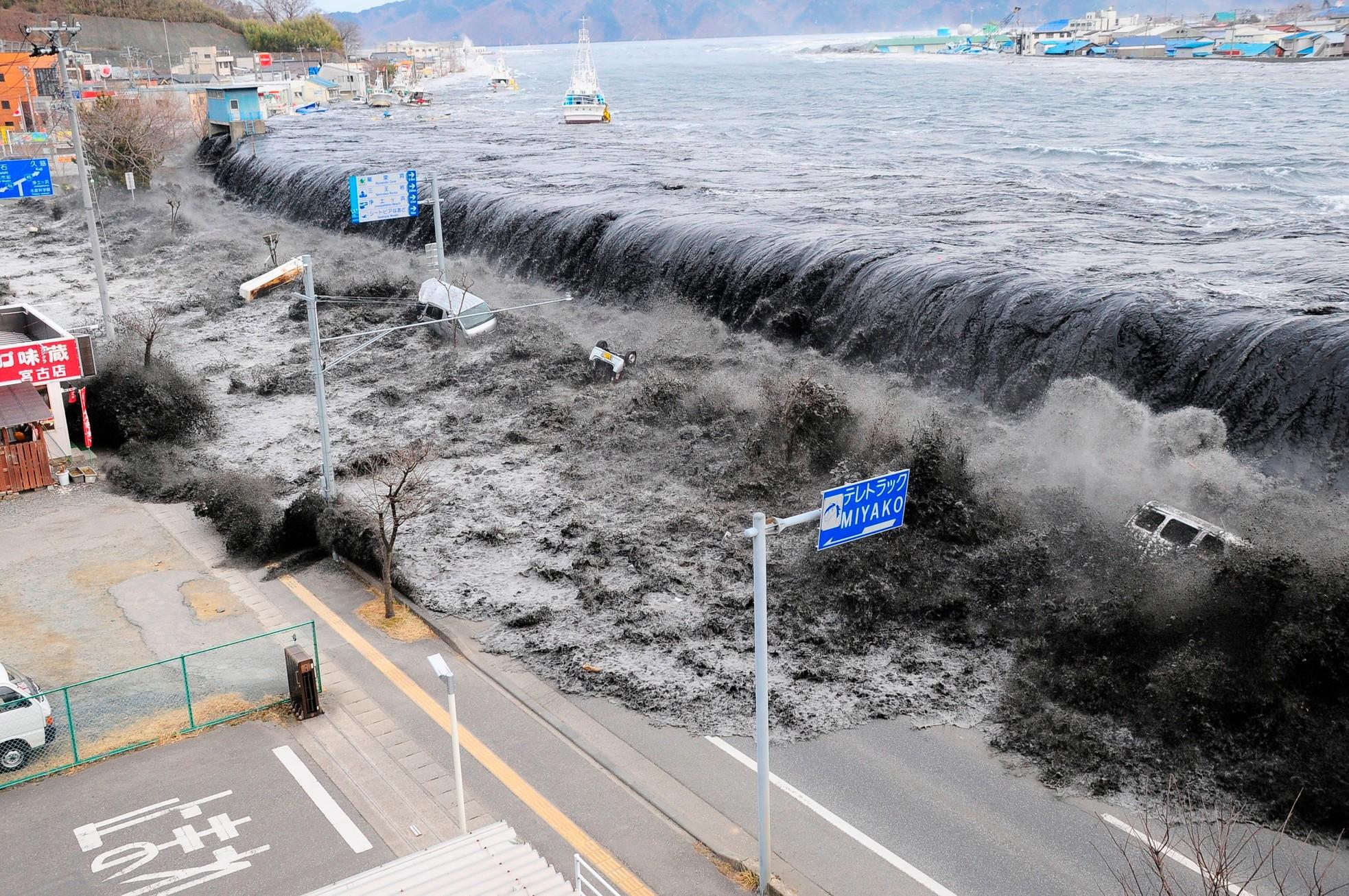 Nỗi buồn khôn nguôi của người sống sót sau thảm họa sóng thần ở Nhật Bản ảnh 1