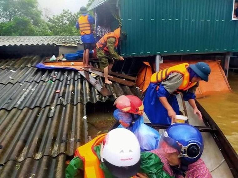 'Lũ chồng lũ', hàng chục ngàn nhà dân ở Quảng Bình bị ngập nặng ảnh 1
