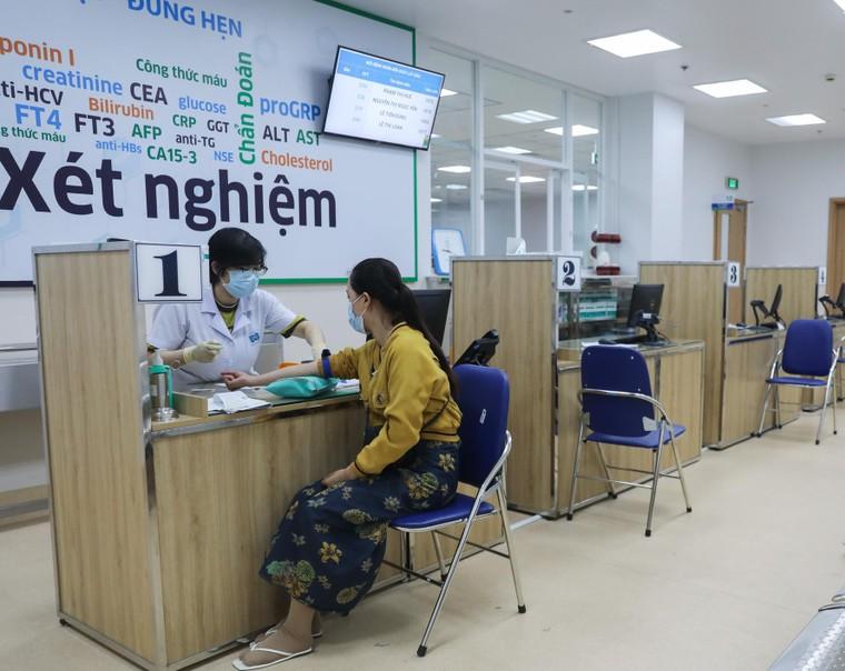 Bất ngờ với tình cảnh vắng vẻ tại Bệnh viện Ung bướu lớn nhất miền Nam ảnh 1