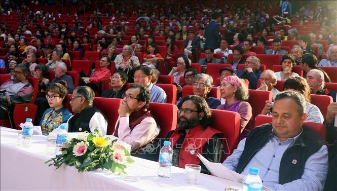 Gần 200 nhà thơ, nhà văn, dịch giả nổi tiếng thế giới tham dự 'Đêm thơ quốc tế Hạ Long' ảnh 2