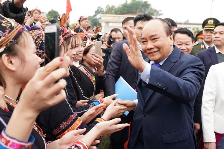 Thủ tướng trao danh hiệu 'Huyện nông thôn mới' đầu tiên vùng Tây Bắc ảnh 1
