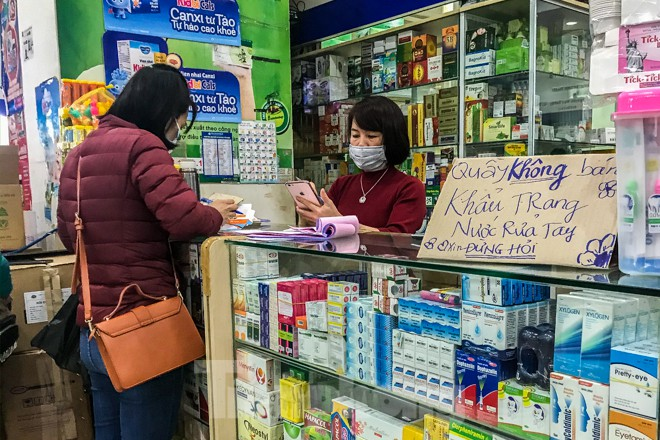 Giữa cơn sốt, chợ thuốc Hapulico đồng loạt treo biển 'không bán khẩu trang' ảnh 12