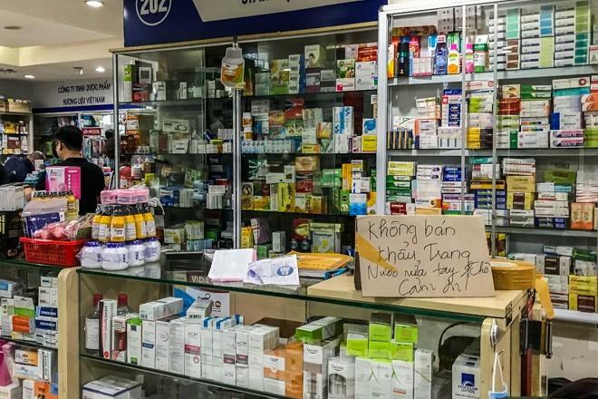Giữa cơn sốt, chợ thuốc Hapulico đồng loạt treo biển 'không bán khẩu trang' ảnh 6