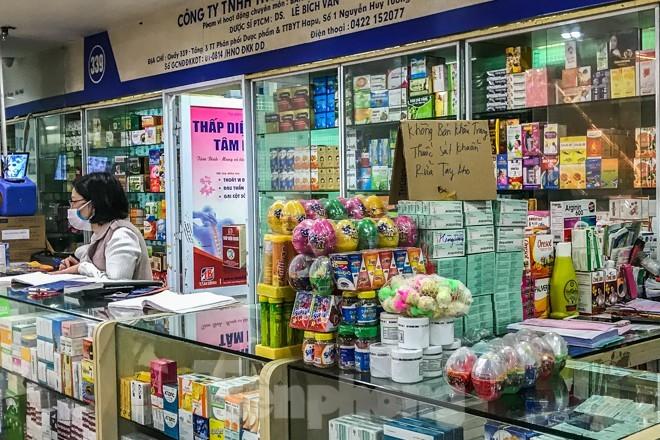 Giữa cơn sốt, chợ thuốc Hapulico đồng loạt treo biển 'không bán khẩu trang' ảnh 8