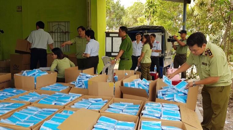 Phú Yên: Phát hiện một cơ sở sản xuất khẩu trang y tế không phép ảnh 1