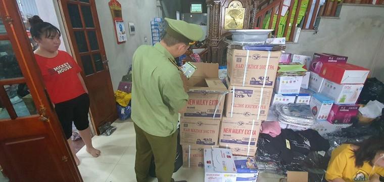 QLTT Hà Nội 'đột kích' cơ sở lớn chuyên kinh doanh hàng giả qua facebook ảnh 3
