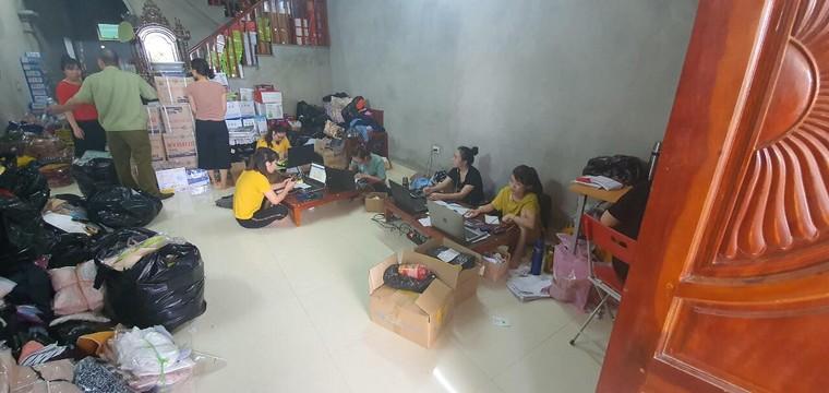 QLTT Hà Nội 'đột kích' cơ sở lớn chuyên kinh doanh hàng giả qua facebook ảnh 1