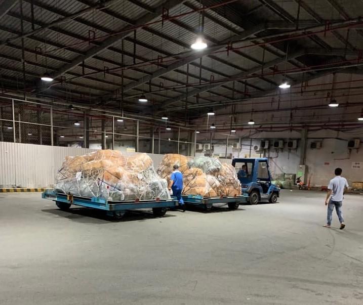 Nóng: QLTT thu giữ hơn 4 tấn hàng lậu vận chuyển qua đường hàng không ảnh 1