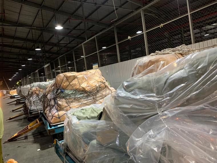 Nóng: QLTT thu giữ hơn 4 tấn hàng lậu vận chuyển qua đường hàng không ảnh 5