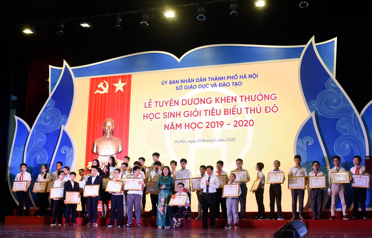 Hà Nội tuyên dương 509 học sinh giỏi tiêu biểu ảnh 4