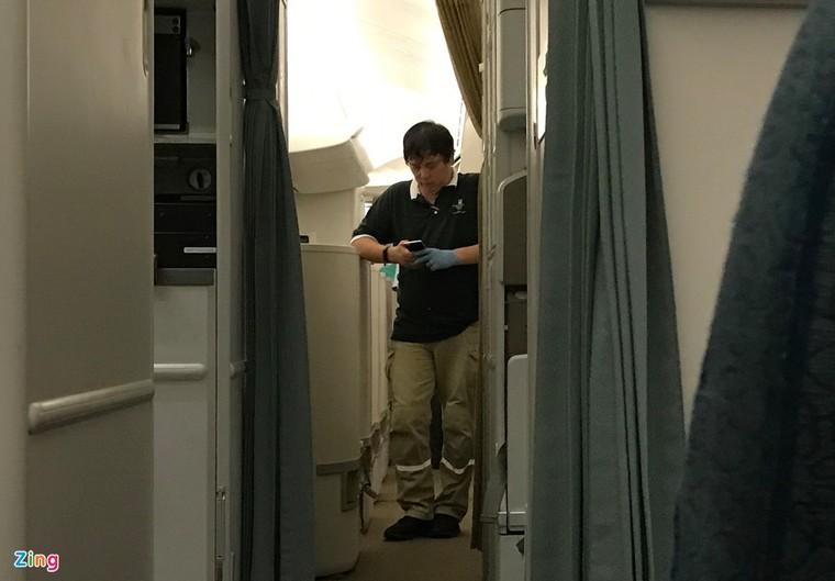 Hình ảnh di chuyển bệnh nhân 91 trên chuyến bay từ TP.HCM tới Hà Nội ảnh 3