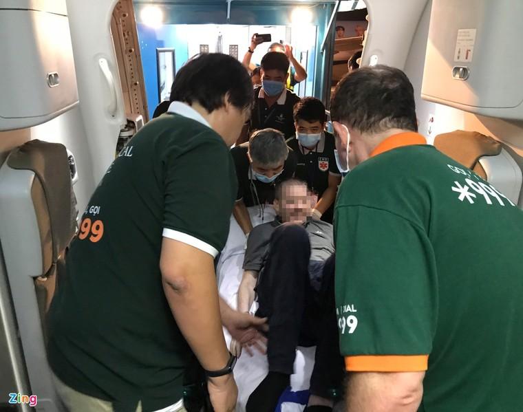 Hình ảnh di chuyển bệnh nhân 91 trên chuyến bay từ TP.HCM tới Hà Nội ảnh 5