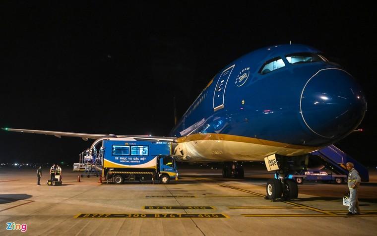 Hình ảnh di chuyển bệnh nhân 91 trên chuyến bay từ TP.HCM tới Hà Nội ảnh 6