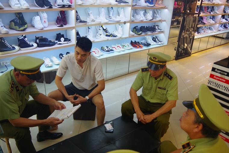 Bắc Giang tạm giữ gần 2.900 đơn vị hàng hóa không rõ nguồn gốc ảnh 2