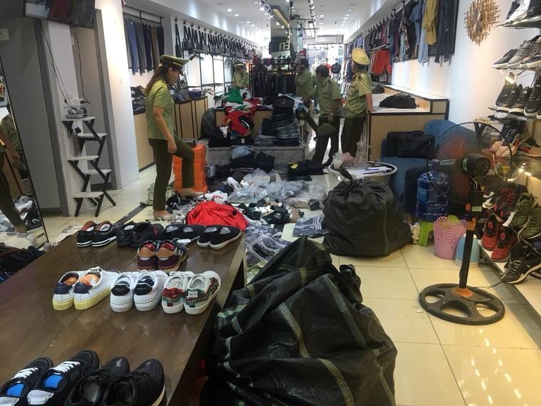 Bắc Giang tạm giữ gần 2.900 đơn vị hàng hóa không rõ nguồn gốc ảnh 5