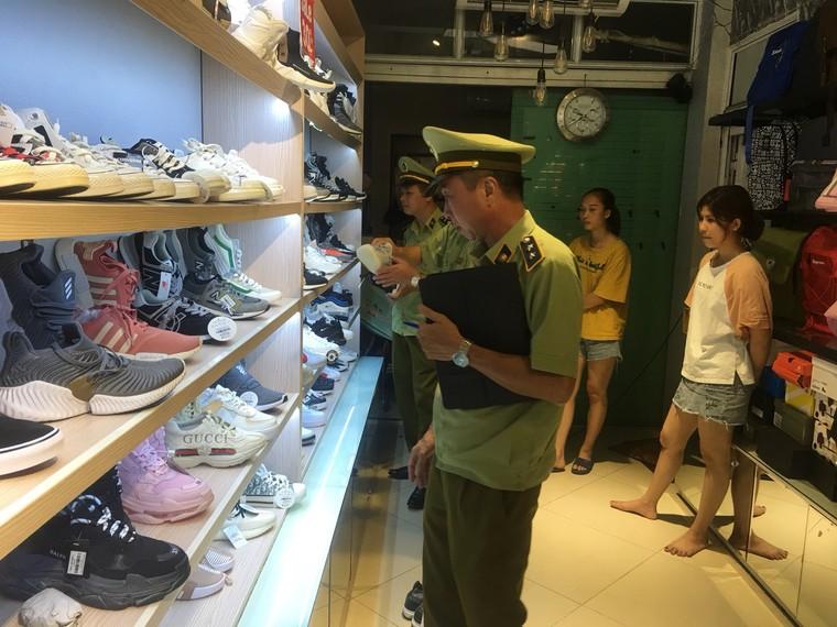 Bắc Giang tạm giữ gần 2.900 đơn vị hàng hóa không rõ nguồn gốc ảnh 1