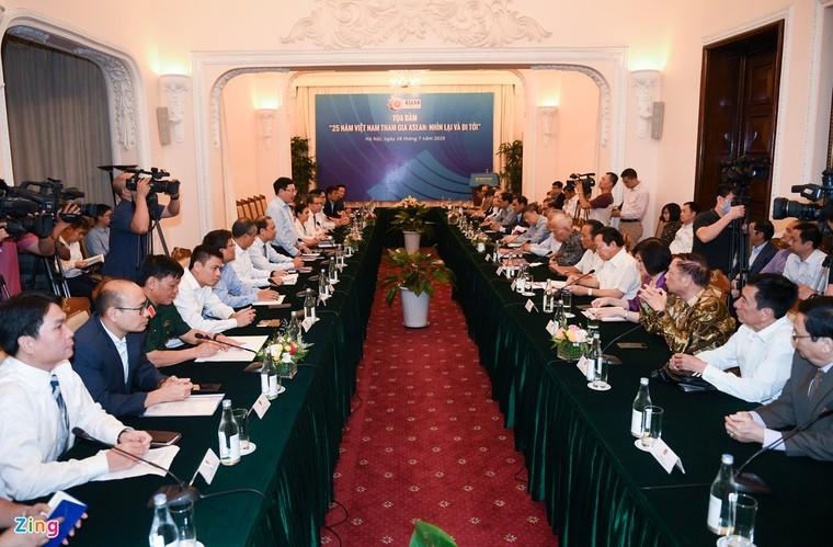 Ra mắt sách kỷ niệm 25 năm Việt Nam tham gia ASEAN ảnh 6