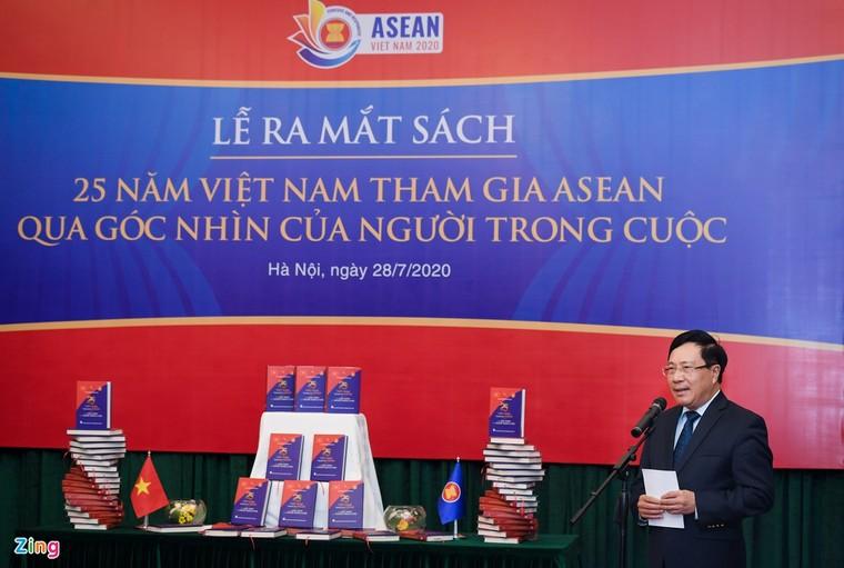 Ra mắt sách kỷ niệm 25 năm Việt Nam tham gia ASEAN ảnh 1