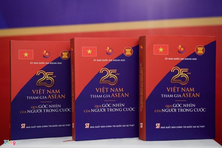 Ra mắt sách kỷ niệm 25 năm Việt Nam tham gia ASEAN ảnh 2