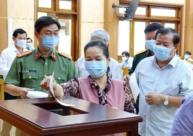 Bà Bùi Thị Quỳnh Vân được bầu giữ chức Bí thư Tỉnh ủy Quảng Ngãi ảnh 1