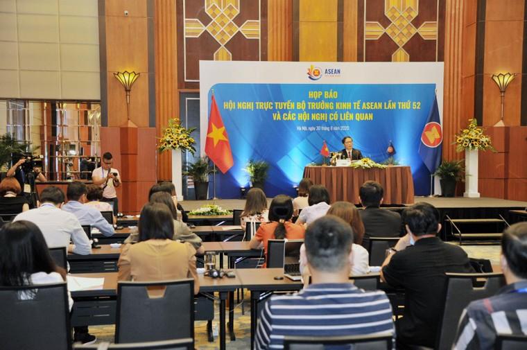 ASEAN tăng cường hợp tác kinh tế vượt qua thách thức trên quy mô toàn cầu ảnh 1