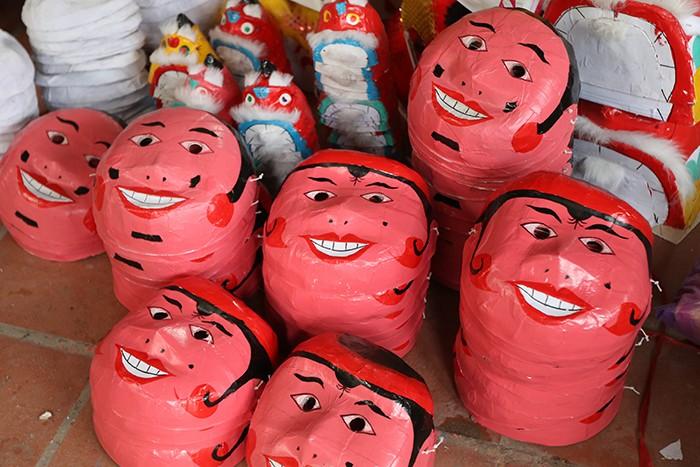 Làng nghề sản xuất đồ chơi trung thu ảm đạm vì dịch COVID-19 ảnh 4