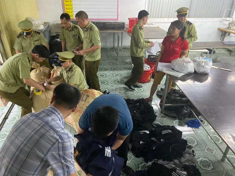 Hà Giang: Phát hiện Công ty may mặc Cường Thuận có dấu hiệu giả mạo nhãn hiệu Nike, Adidas ảnh 1