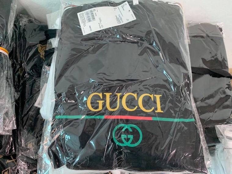 Hà Nội: Triệt phá kho hàng chứa hàng ngàn sản phẩm giả các nhãn hiệu LV, Gucci, Nike ảnh 4
