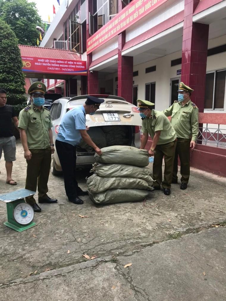 Cao Bằng: Thu giữ 579kg nguyên liệu thuốc lá không rõ nguồn gốc xuất xứ ảnh 2