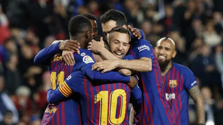 Barcelona chuẩn bị vô địch tại Nou Camp mà không có Cúp ảnh 1
