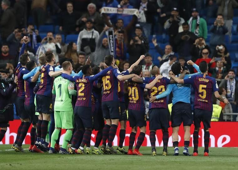 Barcelona chuẩn bị vô địch tại Nou Camp mà không có Cúp ảnh 2