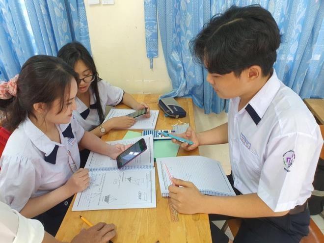 Nữ sinh tự tử ở An Giang: Có nên kiểm điểm học sinh trước toàn trường? ảnh 2