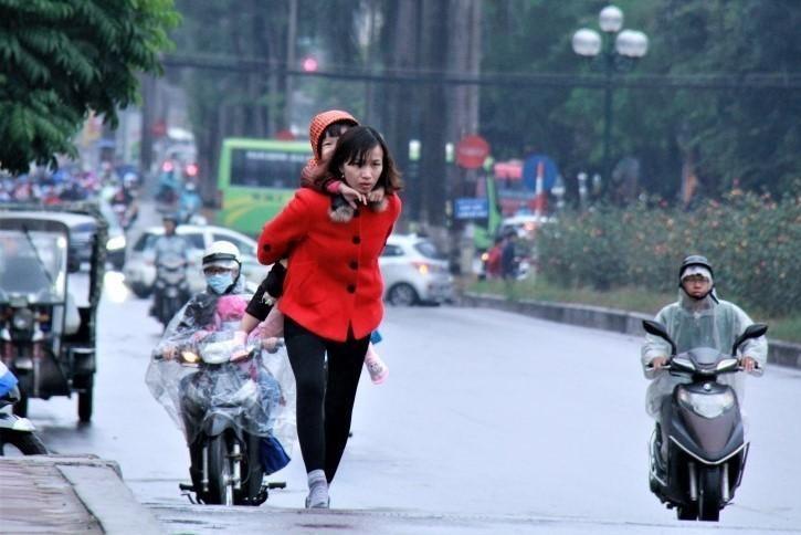 Học sinh Hà Nội không phải đến trường quá sớm trong những ngày rét đậm ảnh 1