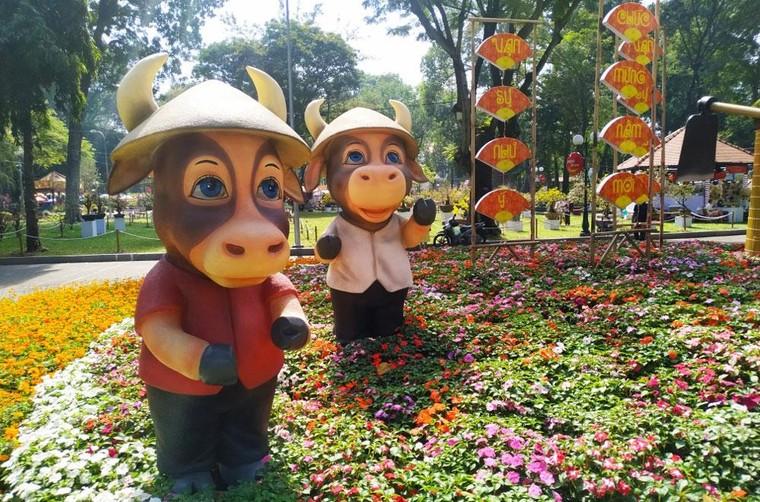Độc đáo hình tượng trâu Tết Tân Sửu tại thành phố Hồ Chí Minh ảnh 1
