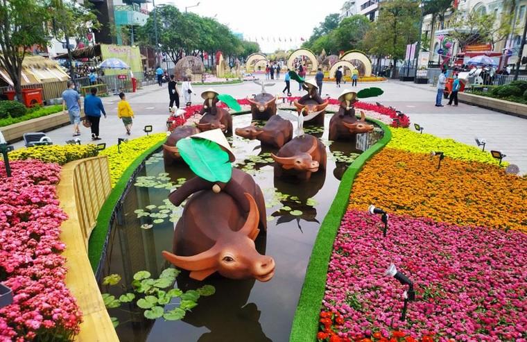Độc đáo hình tượng trâu Tết Tân Sửu tại thành phố Hồ Chí Minh ảnh 2