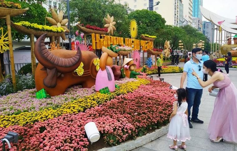 Độc đáo hình tượng trâu Tết Tân Sửu tại thành phố Hồ Chí Minh ảnh 7